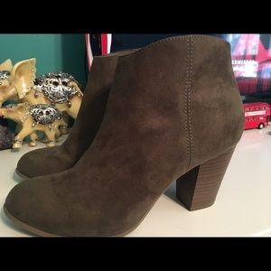 Old Navy green suede ankle boots